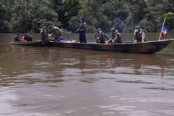 Contrôles renforcés sur le fleuve Oyapock frontalier entre la Guyane et le Brésil