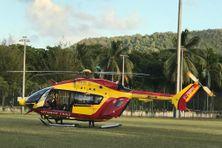"""Hélicoptère """"Dragon 972"""" de la sécurité civile en intervention (photo d'illustration)."""