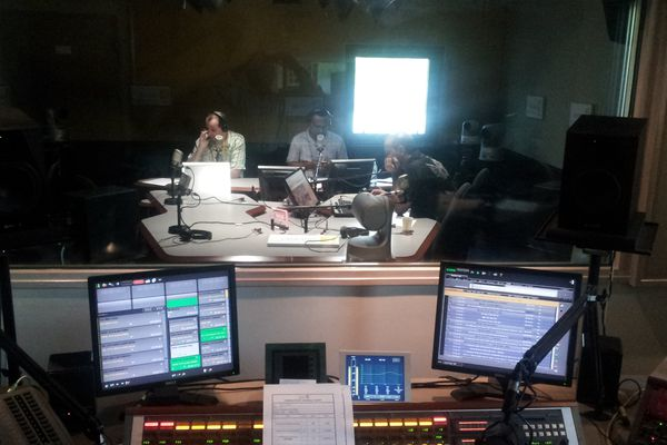Le studio radio de Réunion1ere