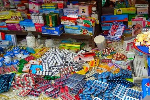 Médicaments périmés vendus dans des épiceries en Afrique