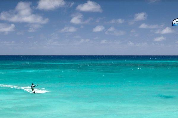 Les pratiquants de kite surf espèrent voir leur discipline figurer aux Jeux Olympiques