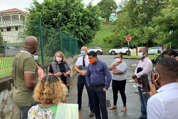 blocage école gosier covid rectrice maire
