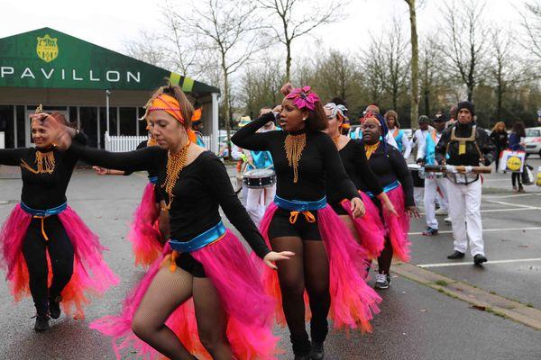 """Ambiance """"carnaval"""" sur le parking de la Beaujoire"""