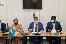 de gauche à droite : Clara de Bort directrice ARS, Thierry Queffelec préfet et Alain Ayong Le Kama recteur
