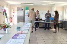 Ce matin au bureau de vote des Dauphins au Mont-Dore