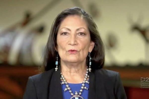 Deb Haaland a été choisie par Joe Biden pour diriger le département de la Sécurité intérieur.