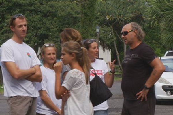 Rassemblement hommage victimes requin Saint-Benoît