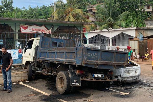 Violences Trévani Camion brûlé après la mort de Mhamadi Mroivili