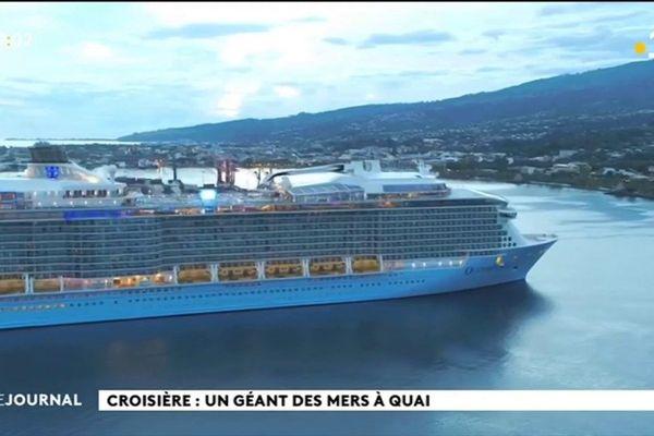 Un géant des mers en rade de Papeete