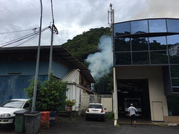 Incendie au fond de la vallée de Tipaerui