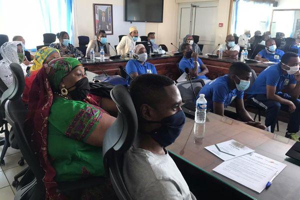 Participants à la conférence sur la préparation mentale à Pamandzi avec Hirachidine Saïdnou