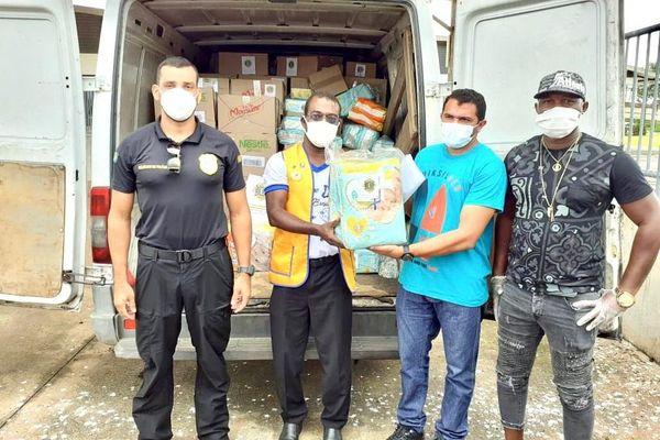 Les cartons de lait et couches bébés remis à l'hôpital d'Oiapoque