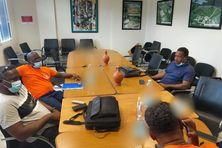 Quelques membres du syndicat USAM à la table des négociations, en l'absence des administrateurs du SMTVD (juillet 2021).