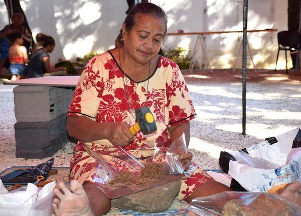Photo Agnès Tini wallis fabrication huile rendez-vous au jardin musée Nouvelle-Calédonie (3 juin 2017)