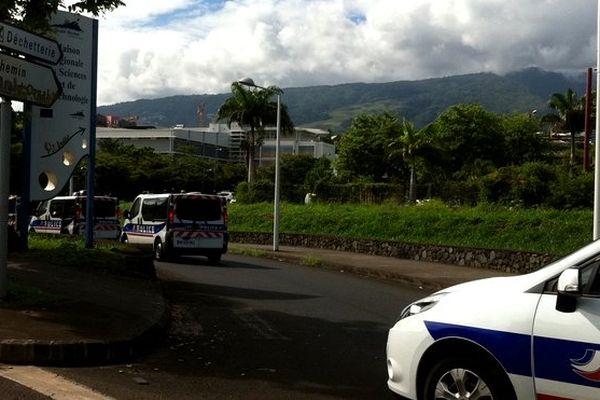 Grève chez Citroën, barrage devant CMM et policiers chemin Grand-Canal