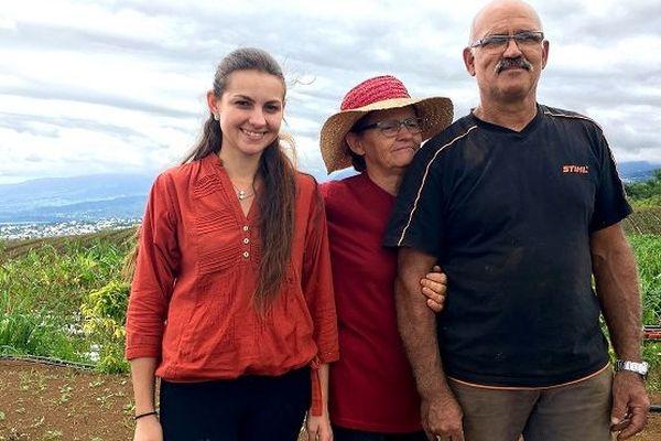 Entourée de ses parents, Julie s'est lancée dans l'agriculture il y a 4 ans.