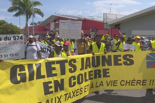 Plus de 200 Gilets Jaunes manifestent à Saint-André.