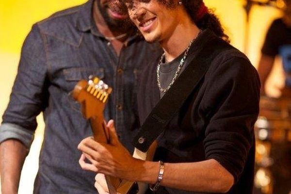 Symon the guitarist Akoustik