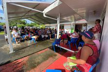 Une centaine de personnes étaient présents dans les jardins de la mairie de Hitiaa