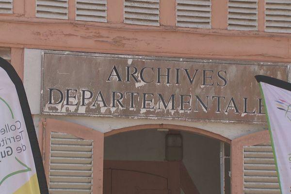Le fronton des archives territoriales