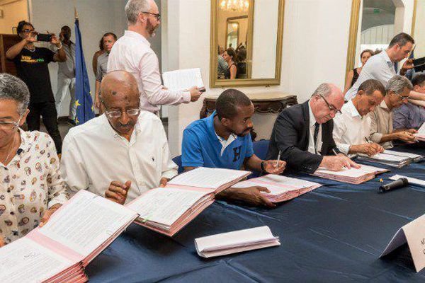 signature accord de Guyane