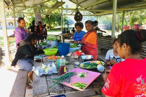 Référendum préparation déjeuner tribu Towaka