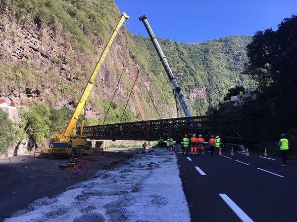 Des travaux impressionnants pour l'installation d'une nouvelle passerelle à l'Ilet Furçy
