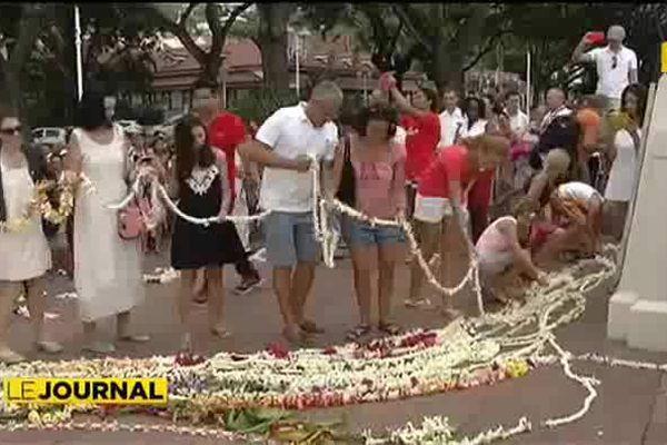 Attentats : une couronne pour la paix à Papeete