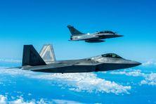 Patrouille aérienne : F22 Raptor et Rafale dans le ciel de Hawaï