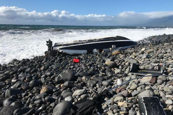 Bateau échoué à l'embouchure de la rivière du Mât