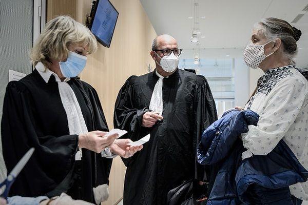 Procès du Mediator à Paris avec Irène Frachon (à droite)