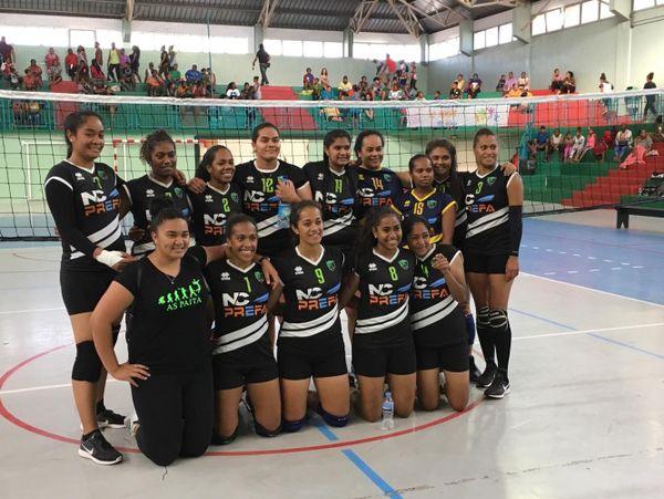 Les volleyeuses de l'AS Païta posent après la victoire en championnat NC 2019.