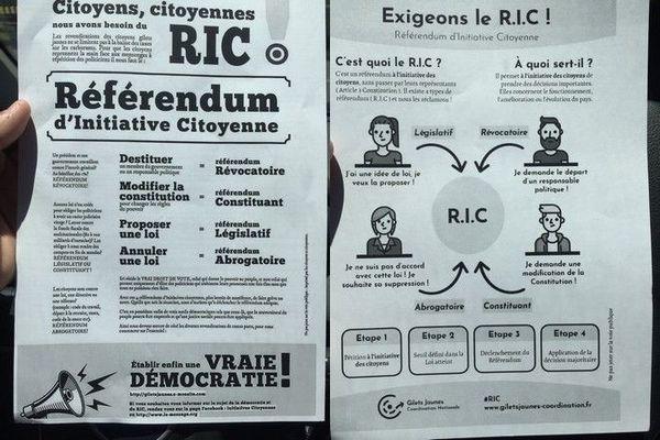 Gilets Jaunes distribution tract pour référendum d'initiative citoyenne 151218