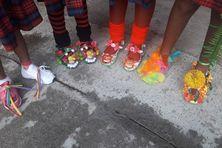 """Une paire de chaussure d'une élève lors de la """"Crazy Shoes Day"""""""