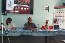 Le directeur de la santé publique vanuataise, le docteur Len Tarivonda, en conférence de presse jeudi.