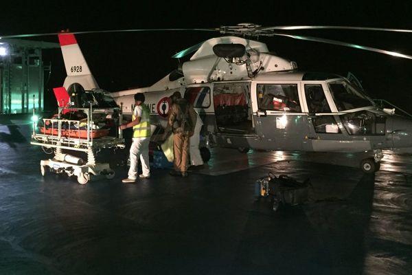 Après l'évasan, le Dauphin se pose pour la 1ère fois sur l'héliport de l'hôpital