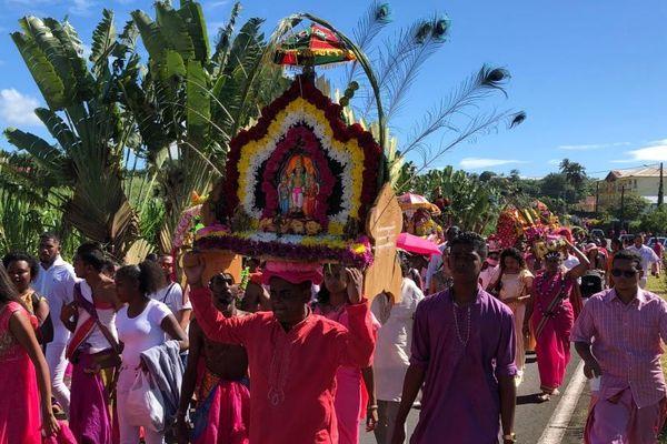Saint-Benoît : défilé du Cavadee