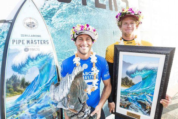 Flores, vainqueur de la Pipeline Masters et Florence champion du monde