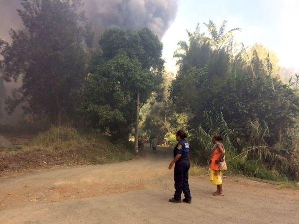 Incendie du Mont-Dore, La Coulée, fumée noire (12 janvier 2017)