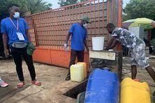 En installant des bornes fontaines et des rampes d'eau pour lutter contre la Covid-19, l'ARS Mayotte a également permis d'agir contre la typhoïde.