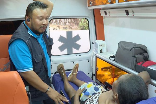 Les ambulanciers sur le front sans protection