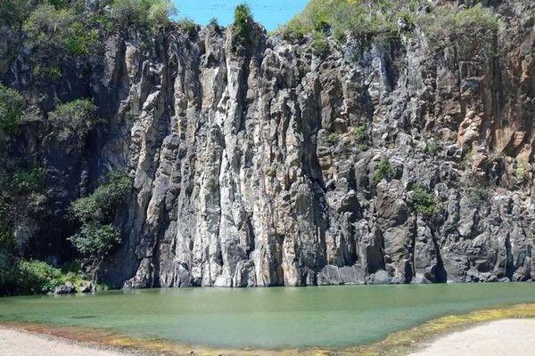 Sécheresse cascade niagara à sec Sainte-Suzanne 211120