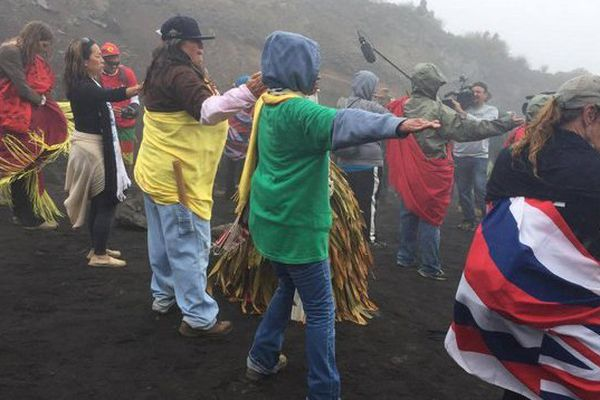 Manifestants contre le nouveau télescope