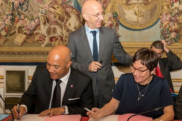 """Accord Girardin-Gibbs pour la """"reconstruction durable"""" de Saint-Martin"""