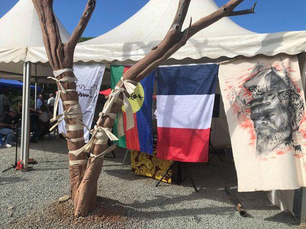 Mausolée d'Ataï, première pierre, 25 juin 2021, drapeau kanaky, drapeau bleu blanc rouge, visage d'Ataï