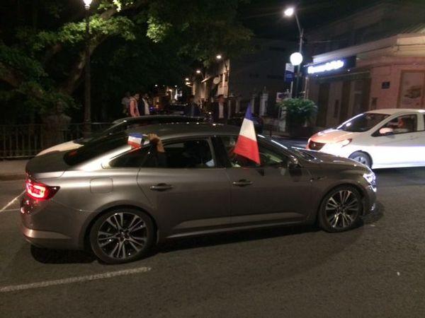 Ambiance dans les rues de Saint-Denis après France-Belgique