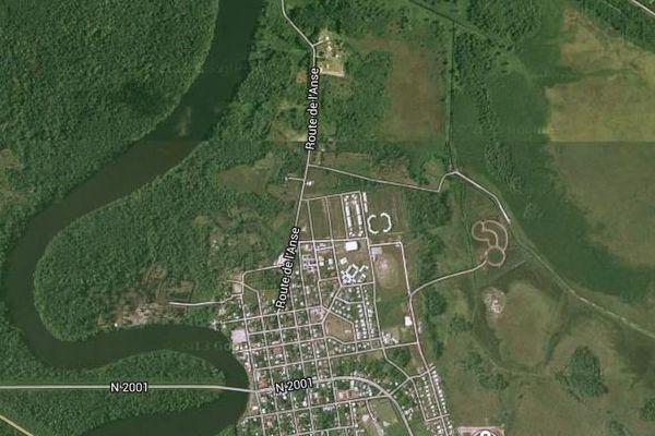 Fleuve Sinnamary, en Guyane, où a été retrouvée la voiture de Myrto FOWEL