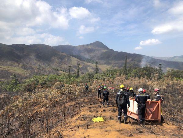 Feu du Mont-Dore, équipe héliportée avec matériel, 3 décembre 2019
