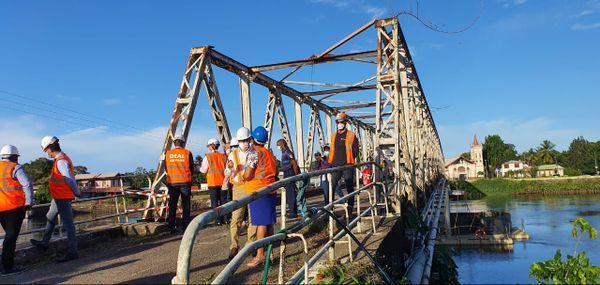 Travaux sur le pont historique de Sinnamary
