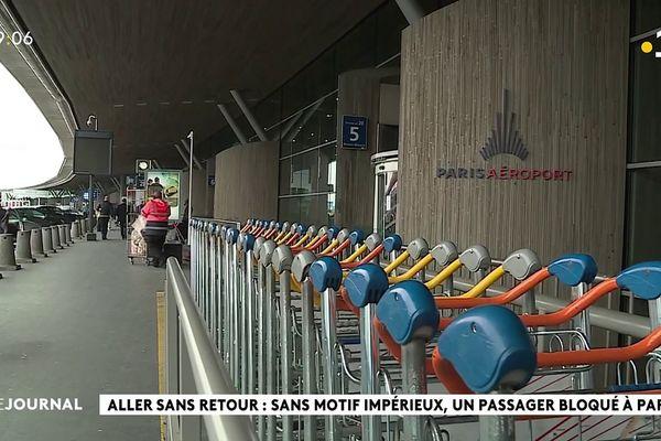Bloqués à Paris faute de motif impérieux pour rentrer à Tahiti